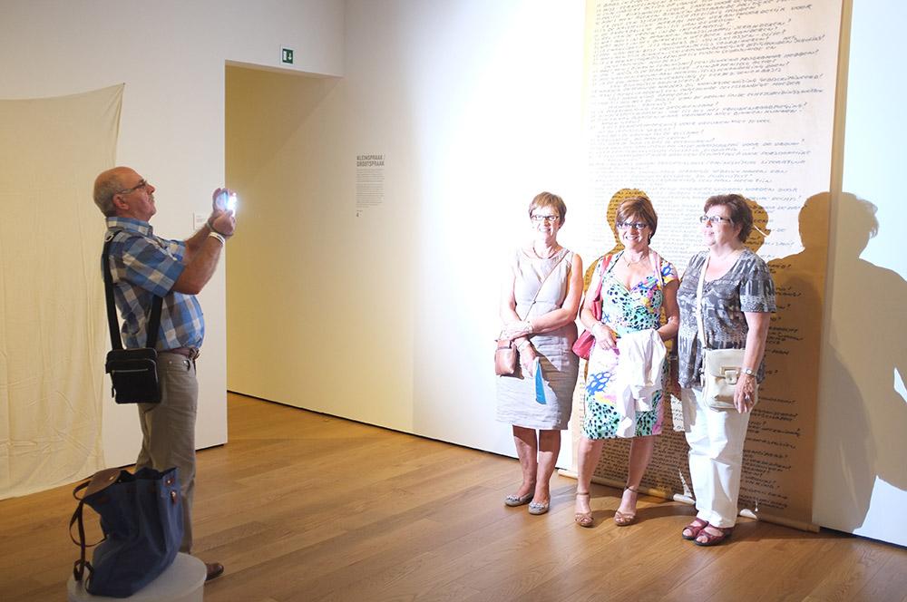 """2012- [SELF] PORTRAITS - """"Womens Questions"""" Jef Geys  Museum Aan De Stroom Antwerpen /  Antwerp"""