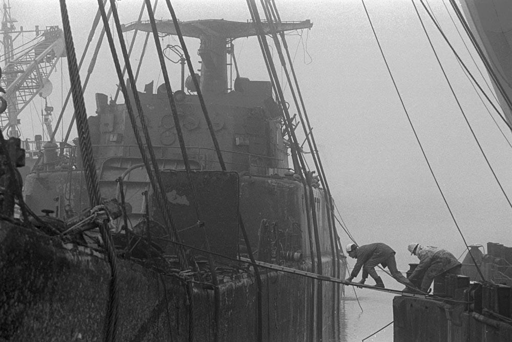 1997- PUBLISHED NOT FORGOTTEN - FNV Magazine - Ontmanteling gezonken Pools schip dat het milieu verontreinigt, Dodewaard / Dismantling sunken Polish ship that pollutes the environment, Dodewaard