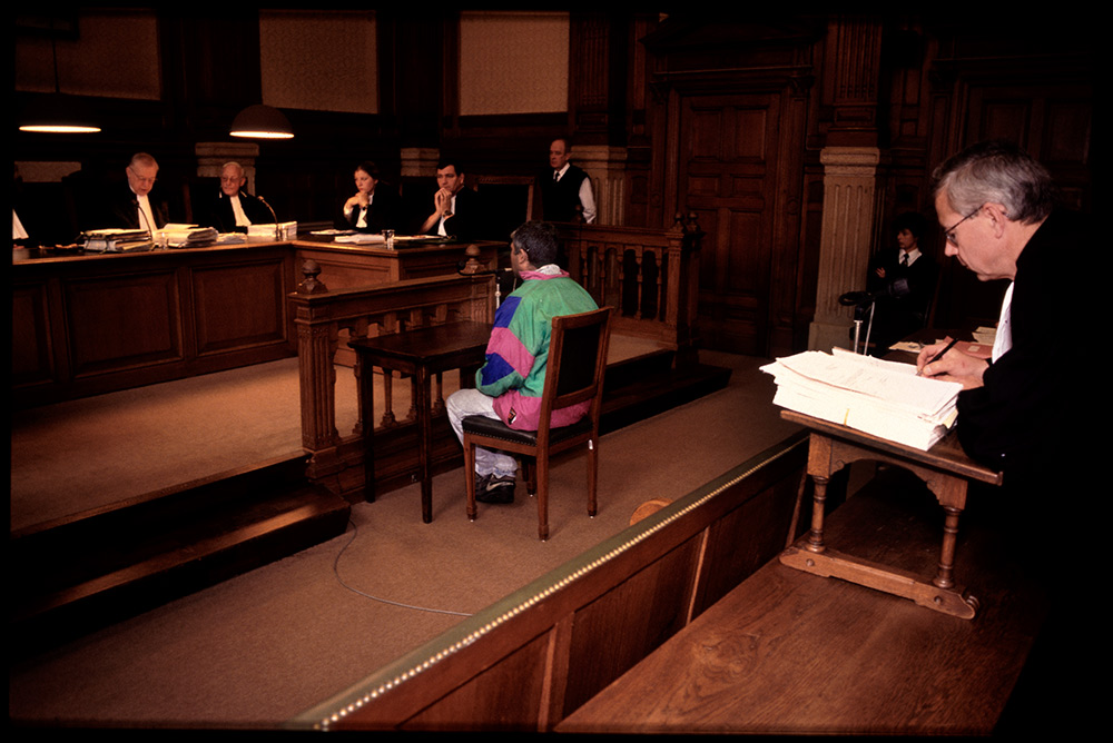 1996 - WINTI SURINAME - KLINIEK SANTIGRON - Rechtbank Den Bosch, Nederland, Guno krijgt toestemming voor een winti behandeling in Suriname/ Den Bosch court, the Netherlands, Guno receives permission for a winti treatment in Suriname