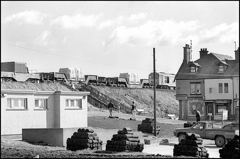 1994- SELLAFIELD NUCLEAR - Rail wagons carrying steel containers of spent nuclear fuel