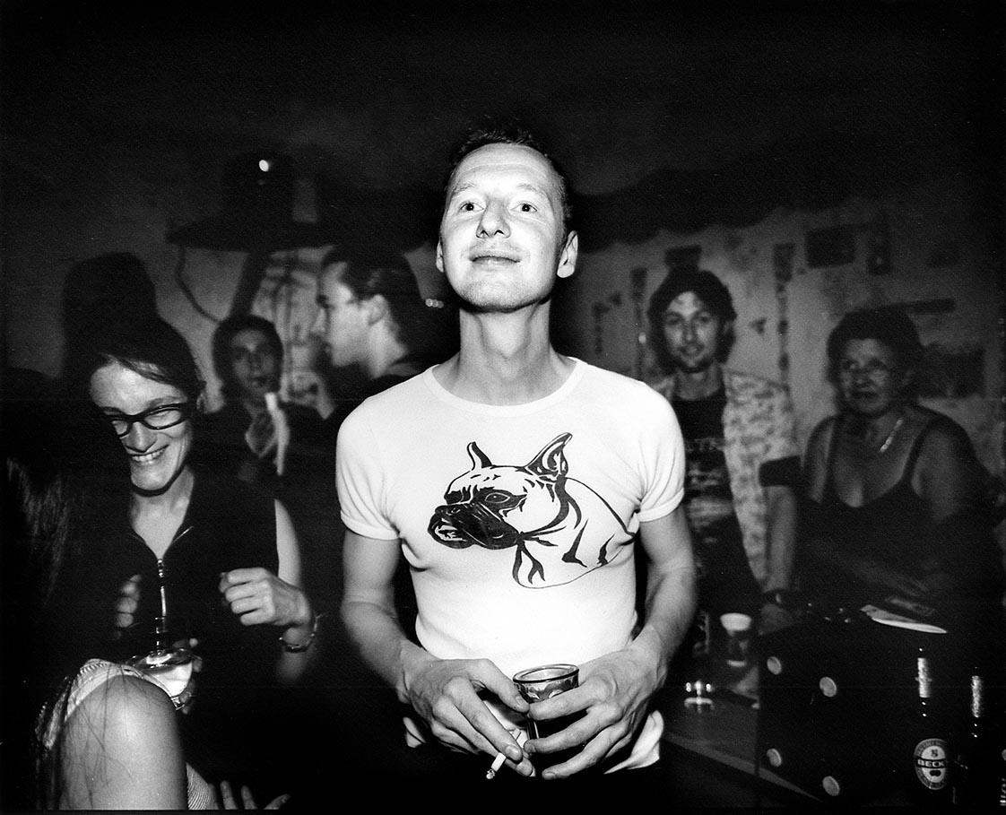 2000-2007 - INDIVIDUALS BERLIN -  PopUp gallery Herren Damen - Artiesten, dagdieven, geluks ridders en goudzoekers in Berlijn na de eeuwwisseling / Artists, day thieves, lucky knights and gold diggers in Berlin after the turn of the century