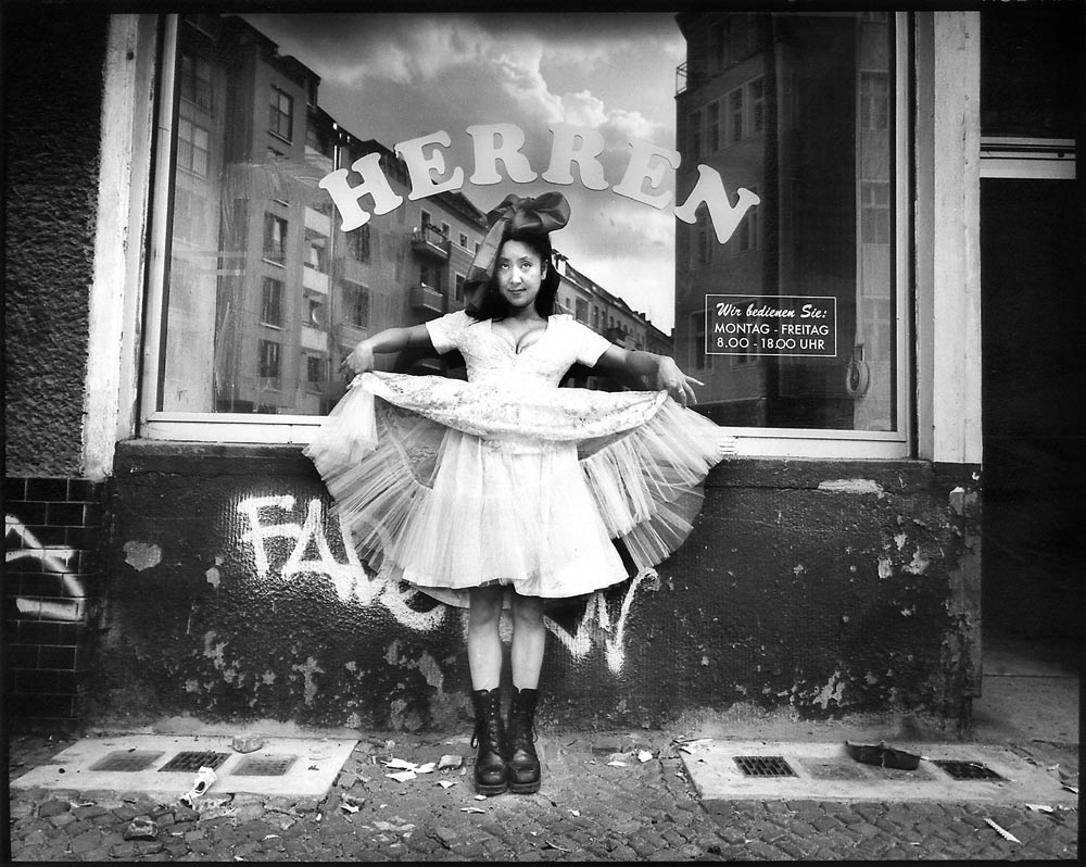 2000-2007- Berlijn - FANTASYBERLIN - portrait of Eunice, happening at pop-up gallery Herren Damen, Libauer Strasse