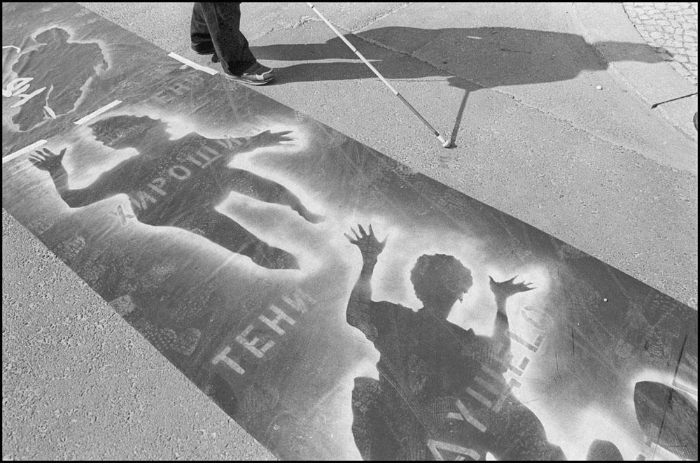 PROTEST - Germany, Berlin – Unter den Linden 1 april 2002. Ostermarsch. Paasmars, vredesmars en demonstratie tegen oorlogvoering Israël tegen Palestina. / ENG: Ostermarsch. Easter march, peace march and demonstration against Israel warfare against Palestine. From project FANTASYBERLIN