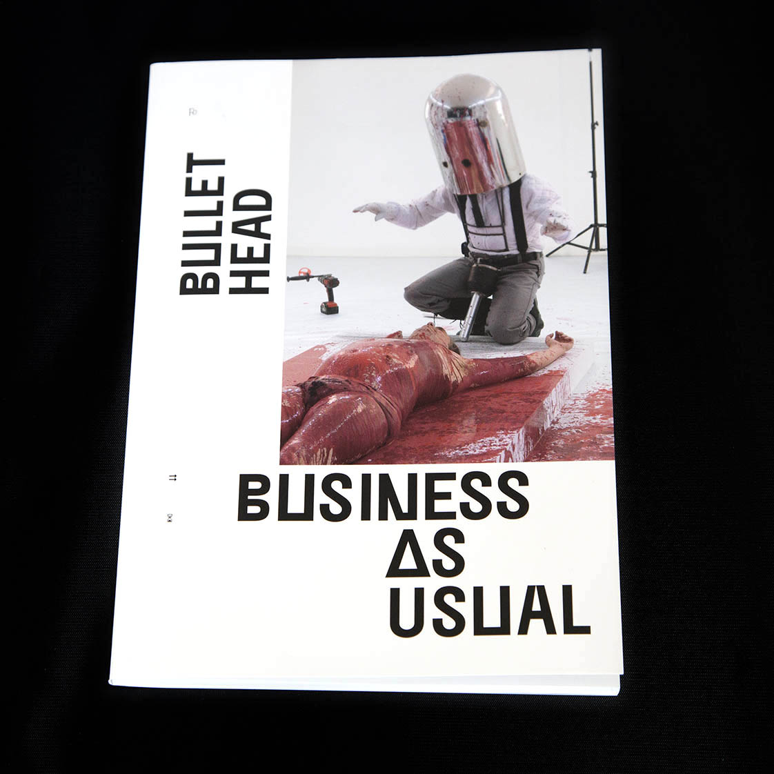 2020 - BULLET HEAD 'Business as usual' -  Paul Segers - Fotografie / photography performance 'A Lecture' by Marcus Peters [Coverphoto Paul Cox]