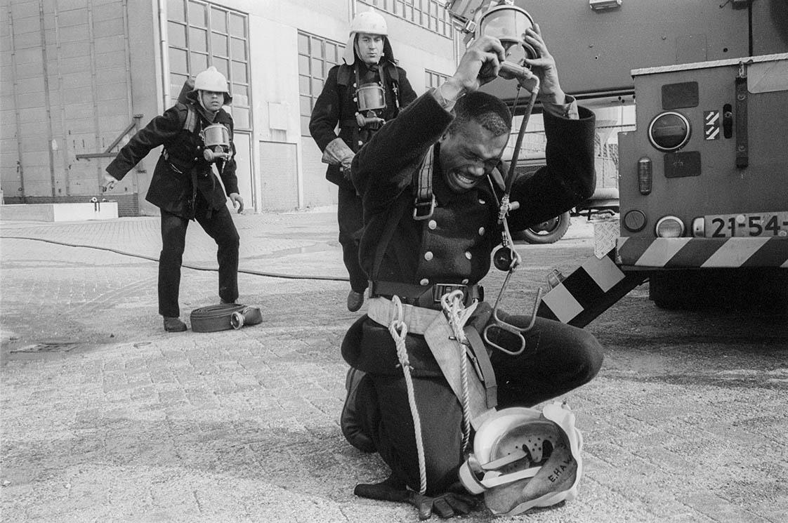 MET INGEHOUDEN ADEM - Brandweeropleiding / Fire brigade training - Amsterdam 1994